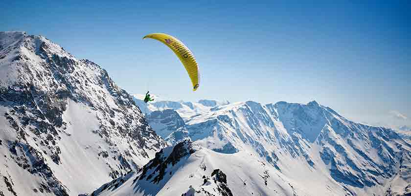 france_paradiski-ski_les-arcs_paragliding.jpg